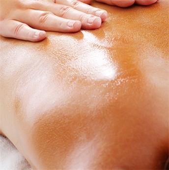Huile de massage, minérale ou végétale ?